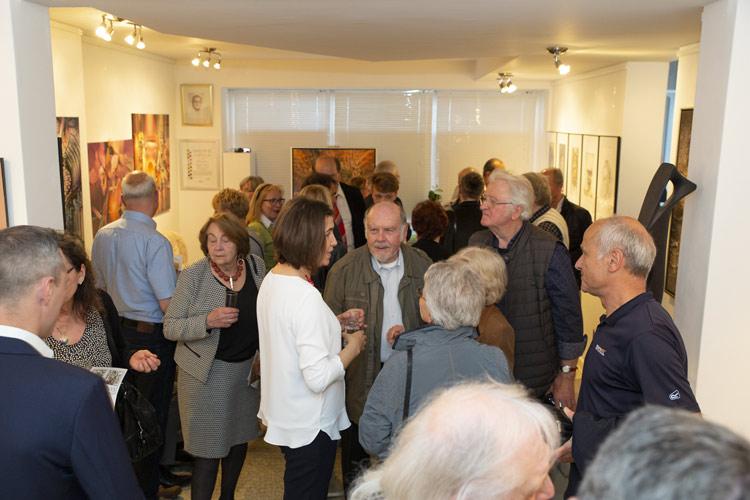 Impressionen der Ausstellung mit Gemälde und Portraits