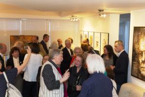 Impressionen von der Vernissage mit Gemälde und Portraits
