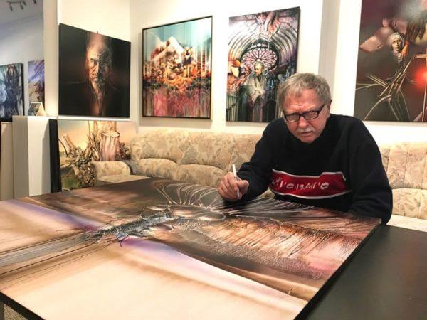 Der Künstler Radu Maier bei der Arbeit